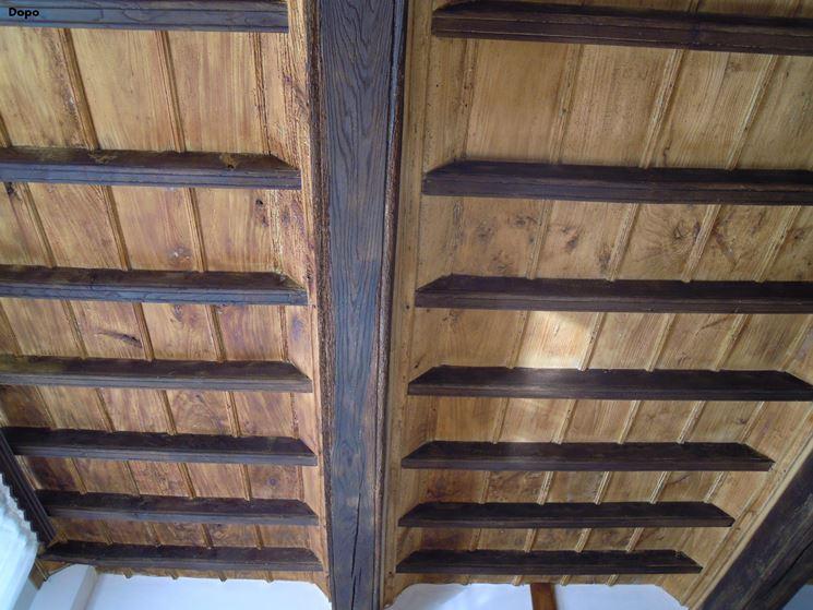 Tetto a cassettoni di legno sabbiato