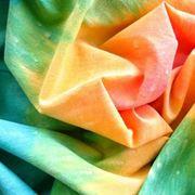tessuto tinto con tecnica tie and dye