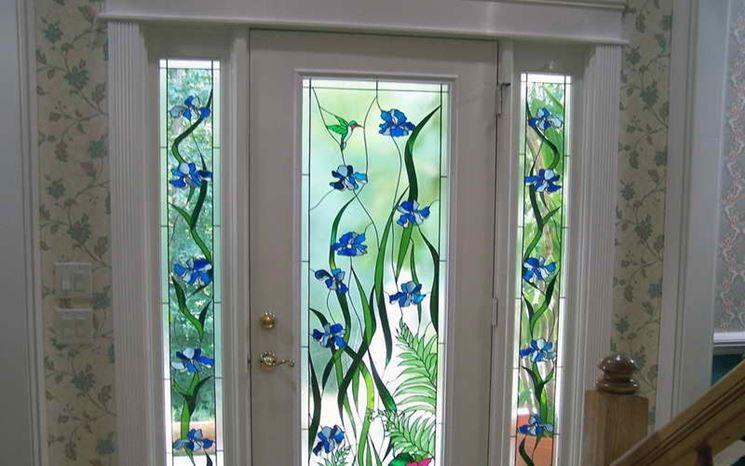 Motivi floreali su vetro