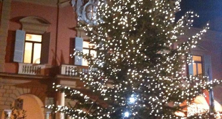 Abete illuminato per Natale