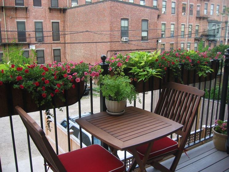 Vasi da balcone vasi da giardino tipi di vasi da balcone - Divanetto da balcone ...