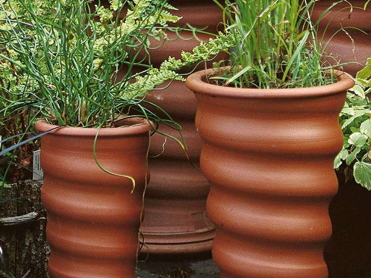 Vasi e fioriere vasi da giardino contenitori piante for Vasi di fiori dipinti
