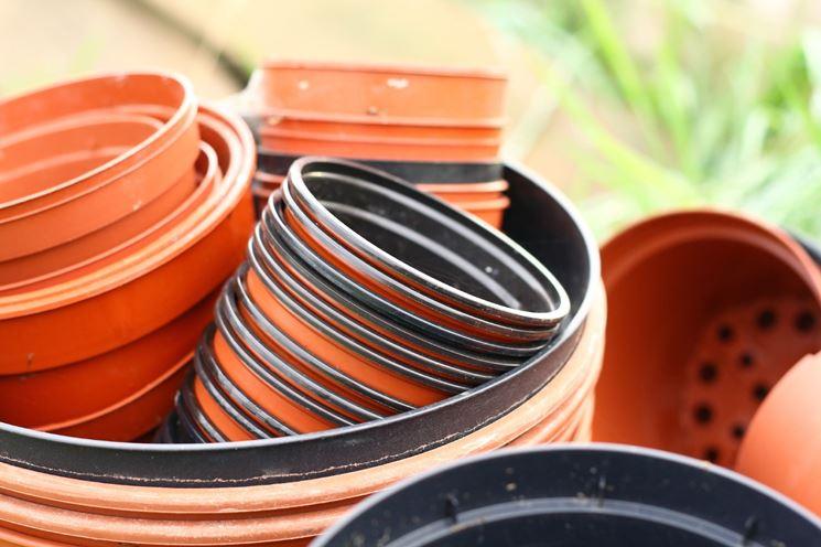 modelli di vasi in plastica