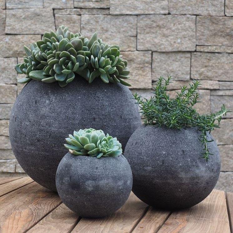 Vasi per giardino in pietra
