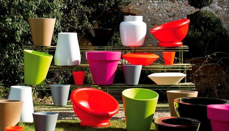 Vasi colorati da giardino