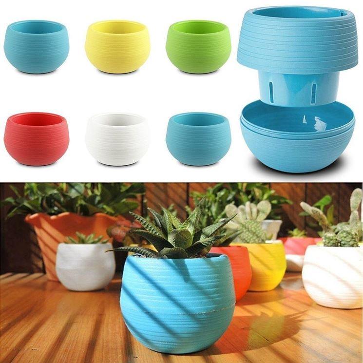 vasi e sottovasi da giardino in plastica