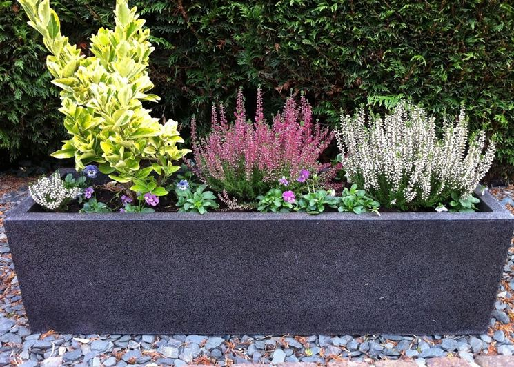 vasi da giardino in pietra nera