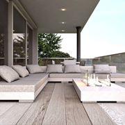 Terrazzo con bassi divani