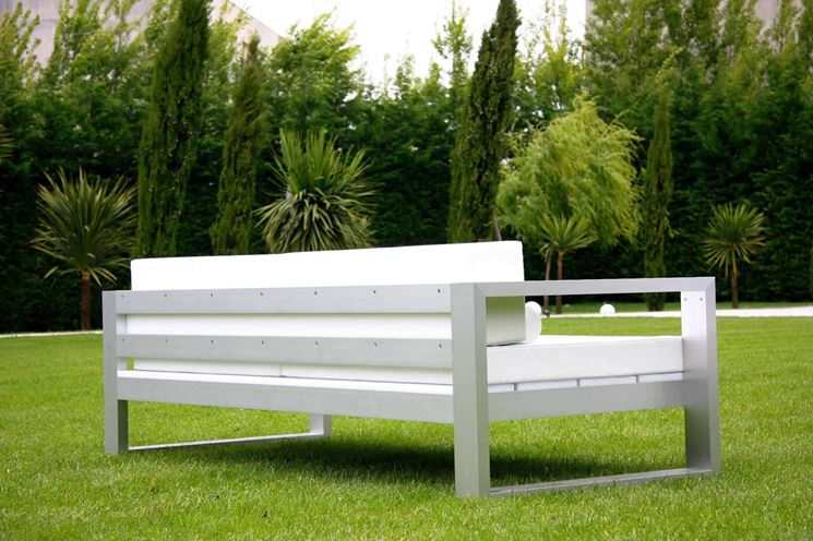 Arredamenti per terrazzi arredo giardino for Arredi esterni per terrazze