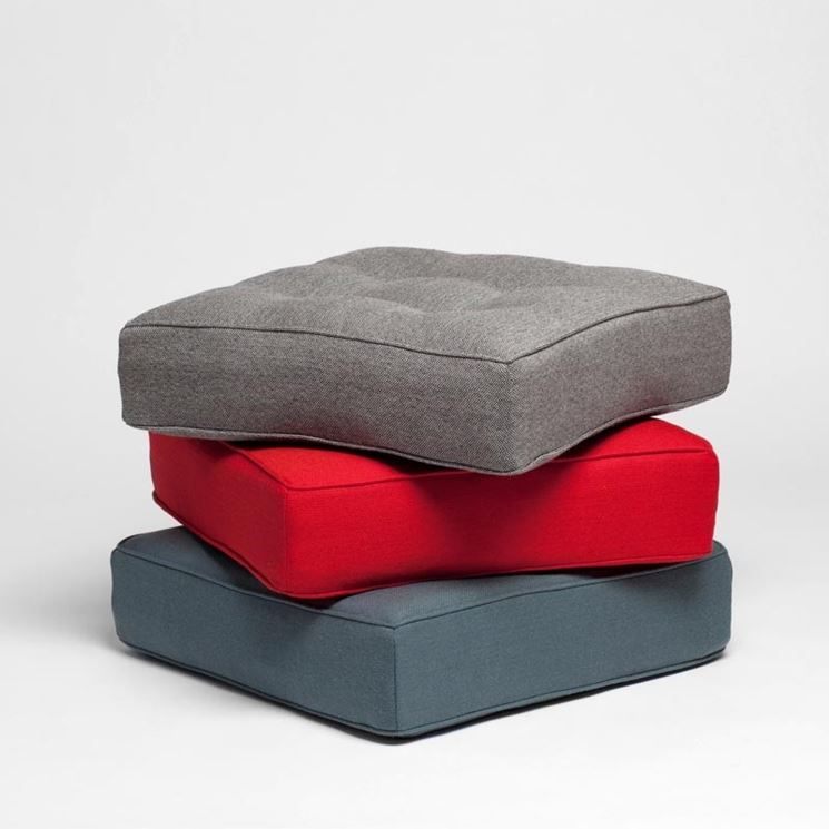 Alcuni cuscini da pavimento