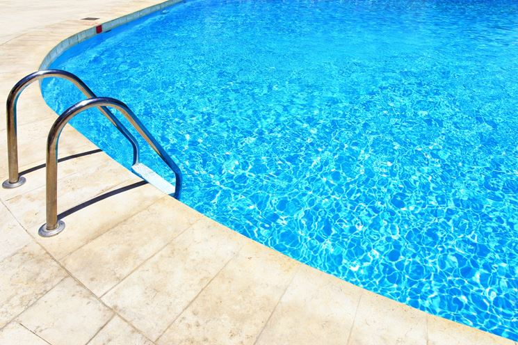 Esempio di piscina interrata