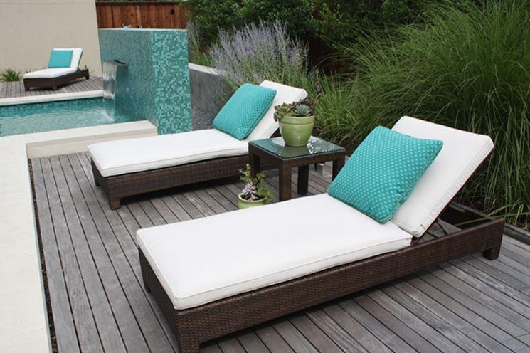Sdraio reclinabile in midollino con cuscini