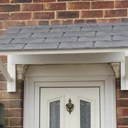 Pensilina in legno per porta
