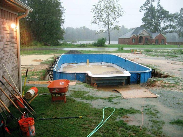 Piscina fai da te arredo giardino installazione piscine for Costruire un garage su un terreno in pendenza