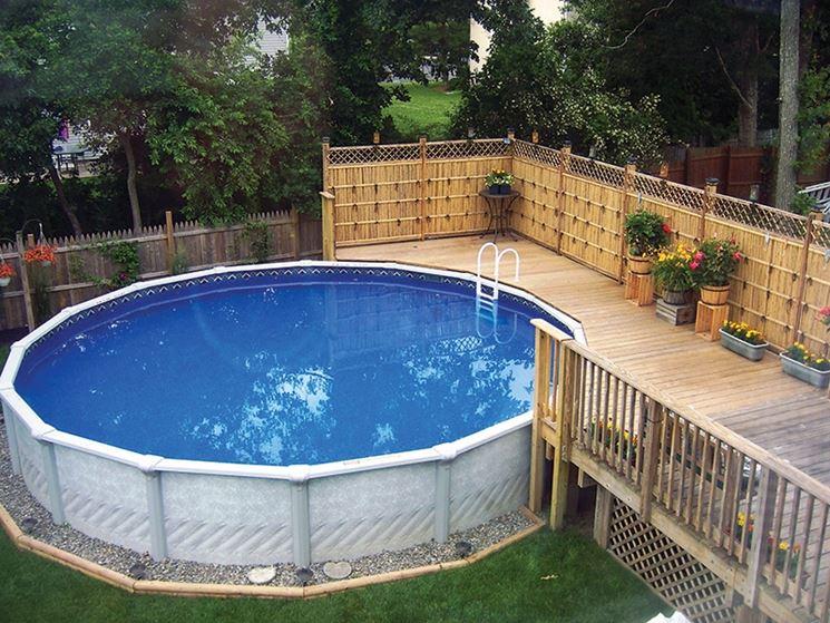 Esempio di piscina con struttura in pvc