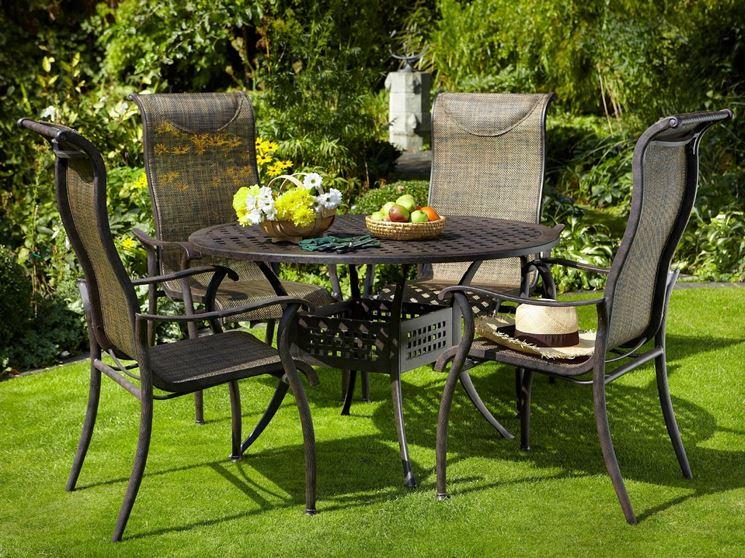 Rustiche sedie da giardino