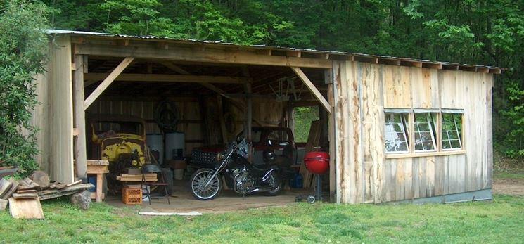 Garage in legno in giardino