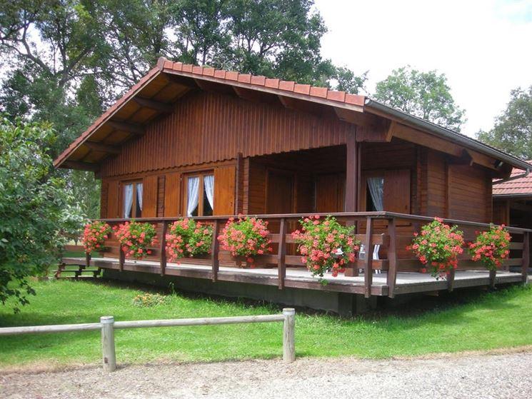 Casetta in legno abitabile grande con veranda