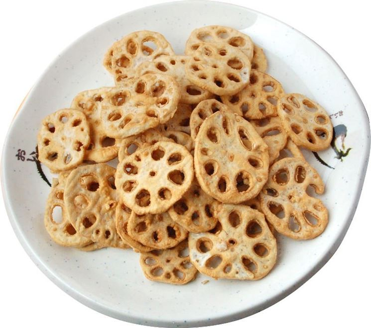 Radici di fiore di loto fritte