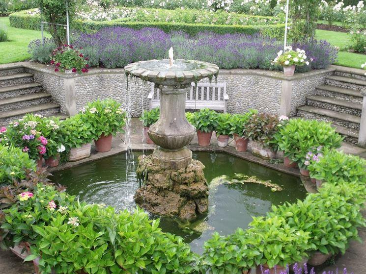 Le scale per valorizzare una fontana