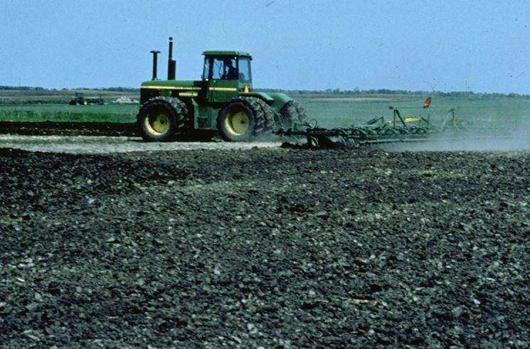 Lavorazione meccanica di un terreno argilloso