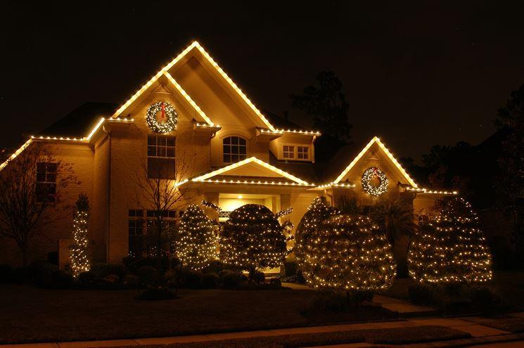 Una casa illuminata per Natale
