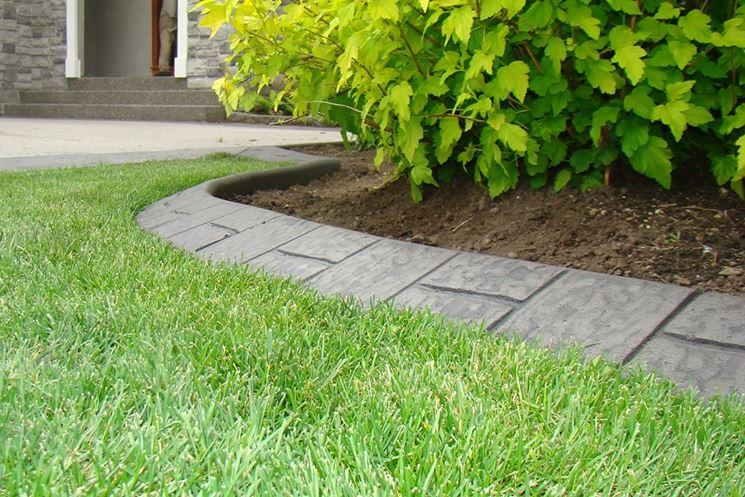 Cordoli per aiuole materiali per giardinaggio contorno for Cordoli per aiuole in tufo