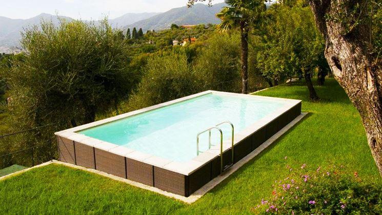 esempio di piscina seminterrata
