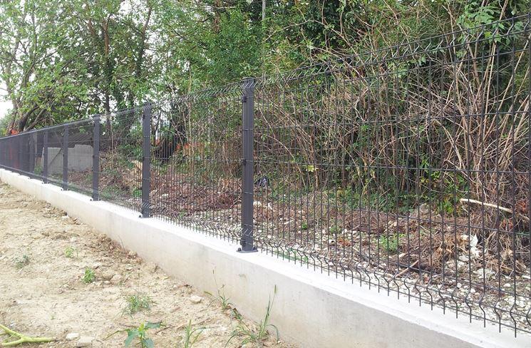 Rete per recinzione recinzioni casa tipologie di rete for Pali cemento per recinzione