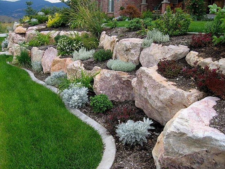 Giardino con grandi rocce