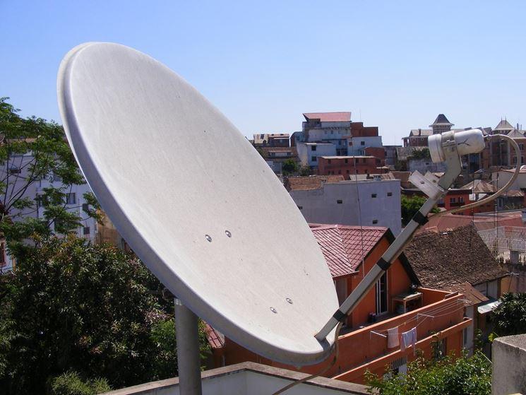 Antenna parabolica su edificio