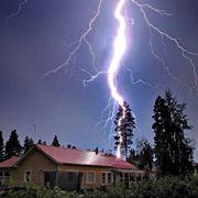 L'intensità dei fulmini può raggiungere i 100.000 Ampere