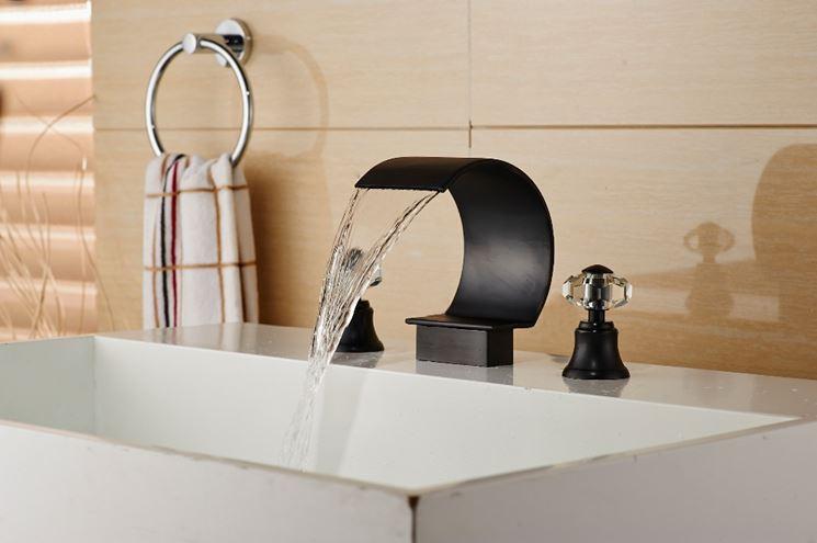 Elegante rubinetto in bronzo