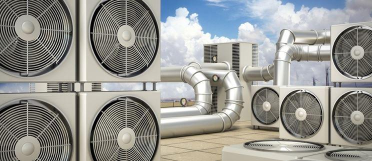 Varie unità esterne di pompe di calore