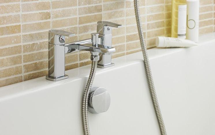 Rubinetti impianto idraulico miscelatore - Cambiare rubinetto bagno ...