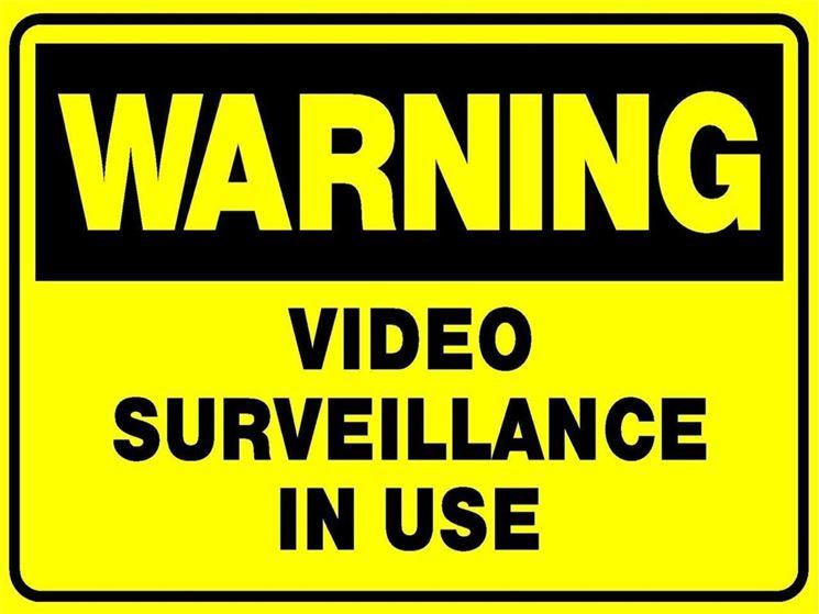 Cartello di attenzione per videosorveglianza