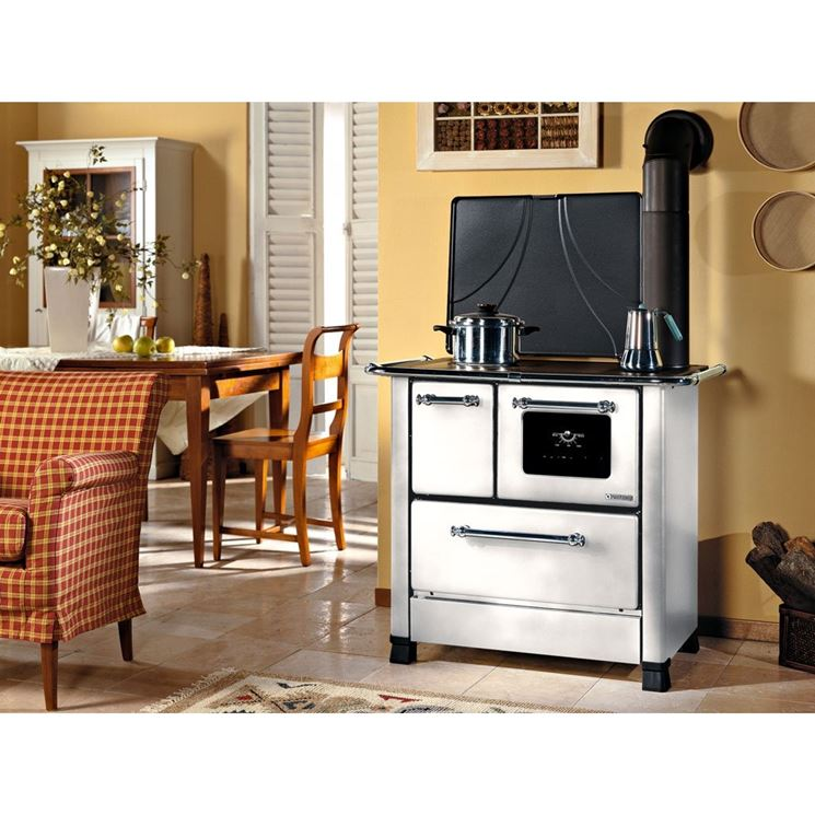 Cucina a legna dal design moderno