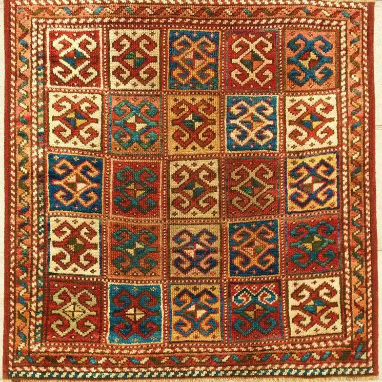 Tappeto orientale quadrato