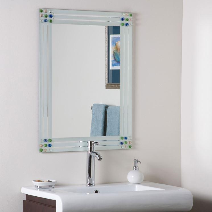 Specchio in bagno con cornice