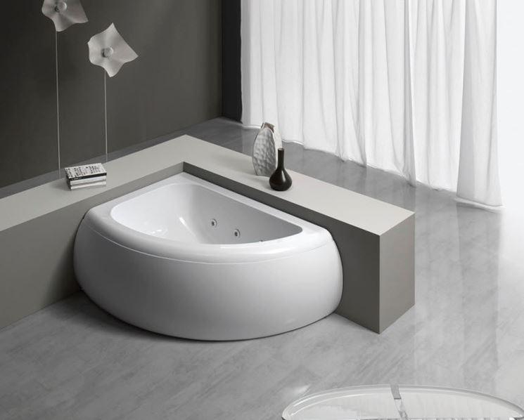 Elegante vasca angolata