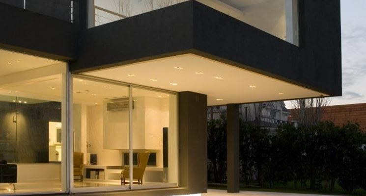 Casa moderna con vetrate