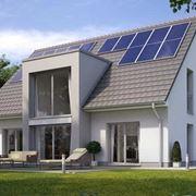 Casa con pannelli solari