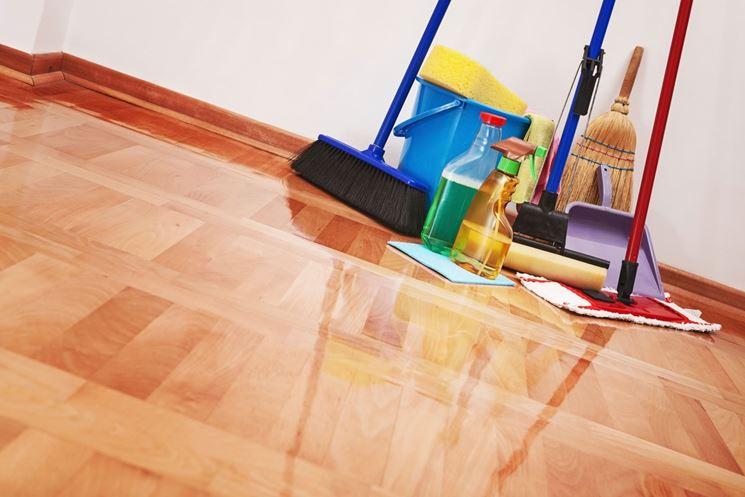 Saponi e attrezzatura per le pulizie