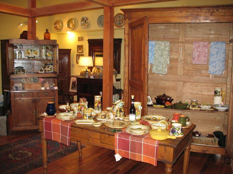 Tavolo in legno per cucine country