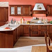 Cucina in legno classica con penisola