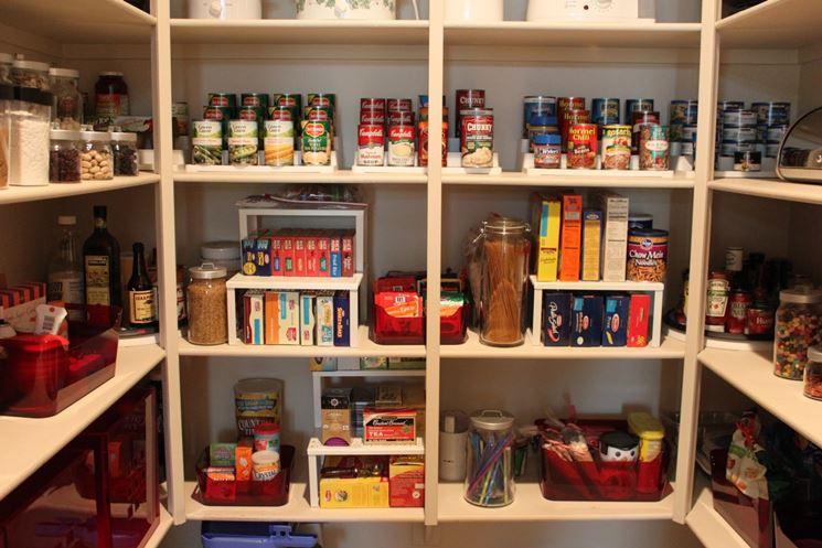 Organizzazione e ordine in dispensa