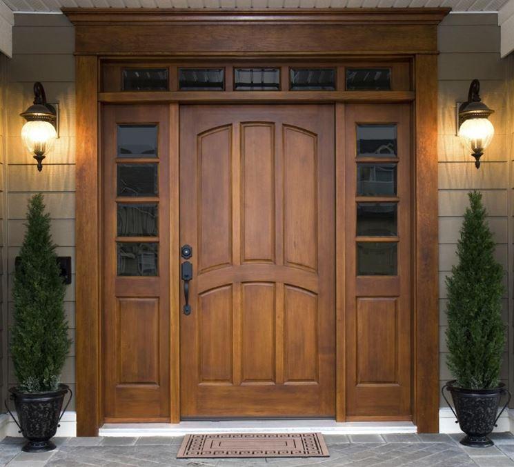 Elegante porta d'ingresso
