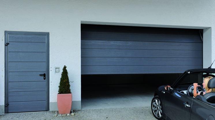 Porta per garage di tipo sezionale