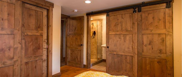 Esemplari di porte in legno