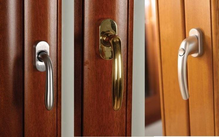 Maniglia di apertura della porta.
